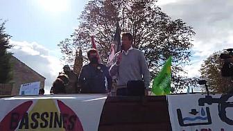 'BASSINES NON MERCI' tribune de Yannick Jadot EuroDéputé EELV à la manifestation du 11 octobre 2020 à Epannes - Deux-Sèvres @EELV